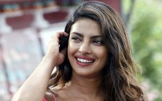 Lataa kuva 4k, Priyanka Chopra, Bollywood, hymy, ruskeaverikkö, intialainen näyttelijä, kauneus