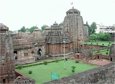 Tourist Places & Local Attractions in Bhubaneswar Temple City. The ancient city of Bhubaneswar is also known as the Temple City of Eastern India. Temple City, Hindu Temple, India Holidays, Amazing India, India Tour, Amritsar, Tourist Places, Travel Tours, Travel Ideas