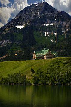 Waterton Lakes Park, Alberta, Canada. Que bien caerian unas vacaciones aqui en la soledad y el silencio de la naturaleza