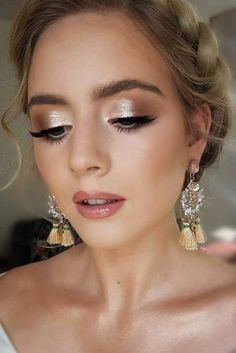 30 Magical Bridesmaid Makeup for Every Woman Wedding Forward 30 Spe . 30 Magical Bridesmaid Makeup for Every Woman Wedding forward 30 Spellbin . - 30 Magical bridesmaid makeup for every woman Wedding Forward 30 Spellbi. Wedding Hair And Makeup, Wedding Beauty, Hair Makeup, Wedding Bride, Wedding Ideas, Makeup Lips, Makeup For Brides, Simple Wedding Makeup, Elegant Makeup