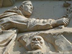 Chartreuse du Liget , tympan du portail d'entrée représentant St Bruno en prière (37) | por Lionel Francés