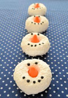 Sneeuwpop donuts van Laura's Bakery