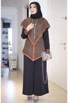 Batik Fashion, Abaya Fashion, Muslim Fashion, Suit Fashion, Trendy Fashion, Fashion Models, Fashion Outfits, Dress Fashion, Blouse Batik