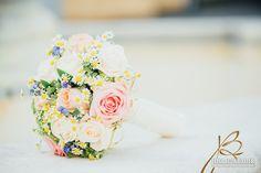 romantischer Brautstrauss mit rosa Rosen und Vergissmeinnicht www.blumenwerkstatt.biz