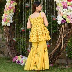 Party Wear Indian Dresses, Indian Gowns Dresses, Indian Fashion Dresses, Dress Indian Style, Indian Wedding Outfits, Indian Outfits, African Fashion, Gharara Designs, Kurta Designs Women