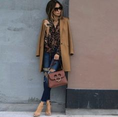 long-tan-coat-outfit- Street style looks by Lola Rio the fashion blogger