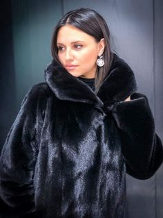 Black Fur Coat, Mink Fur, Fur Fashion, Coats For Women, Fur Jackets, Fashion Guide, Fur Coats, Furs, Instagram Posts