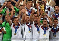 20-Jul-2014 22:02 - 'WK-BEKER BESCHADIGD BIJ DUITS FEEST'. De wereldbeker is niet ongeschonden uit het feestgedruis gekomen bij de nieuwe wereldkampioen Duitsland. 'Er is een klein stukje afgebroken. Maar...