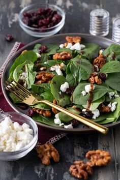 A simple spinach salad recipe topped with goat cheese and craisins and tossed in a homemade balsamic vinaigrette dressing recipe. Spinach Goat Cheese Salad, Simple Spinach Salad, Spinach Salad With Chicken, Spinach Salad Recipes, Spinach And Feta, Balsamic Vinaigrette Recipe, Freezer Smoothies, Healthy Dinner Recipes, Vegan Recipes