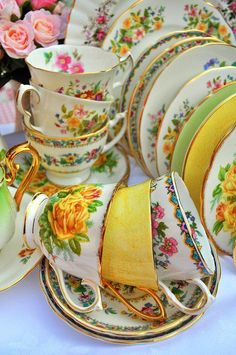 Mixed Vintage China Tea Set in Spring Colors, You can enjoy break fast or various time periods using tea cups. Tea cups likewise have ornamental features. Whenever you consider the tea pot types, you might find that clearly. Café Vintage, Vintage Dishes, Vintage China, Vintage Cups, Vintage Floral, Vintage Dishware, Wedding Vintage, Antique China, Vintage Beauty