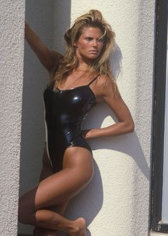 80s-90s-supermodels: Photo France, June 1983 (Outtake)Photographer: Diana LynModel: Christie Brinkley