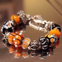 Trollbeads-Halloween-Combo Clay Jewelry, Beaded Jewelry, Beaded Necklace, Beaded Bracelets, Charm Bracelets, Troll Beads, Diy Jewelry Projects, Pandora Beads, Jewelry Companies