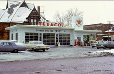 Vintage Kodachrome Snapshots: Gas Stations of the and Full Service Gas Station, Gas Service, Lehigh Acres, Pompe A Essence, Pop Art, Old Garage, Old Gas Stations, Shops, Texaco