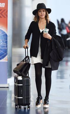 25 Airport Fashion Outfits to Travel in Style - Christobel Travel - celebrity style - Jessica Alba Source by ChristobelTrav fashion travel Rosie Huntington Whiteley, Miranda Kerr, Business Travel Outfits, Travel Attire, Jessica Alba Style, Jessica Alba Fashion, Jessica Alba Outfit, Airport Style, Airport Fashion