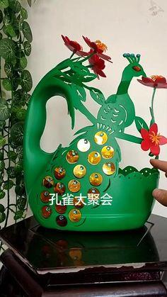 Diy Crafts Hacks, Diy Crafts For Gifts, Diy Home Crafts, Garden Crafts, Hobbies And Crafts, Plastic Bottle Crafts, Recycle Plastic Bottles, Diy Yarn Flowers, Pet Bottle