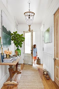 Nice 99 Adorable Farmhouse Entryway Decorating Ideas. More at http://99homy.com/2018/02/04/99-adorable-farmhouse-entryway-decorating-ideas/