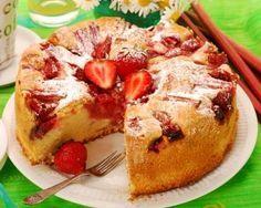 Gâteau à la fraise, à la rhubarbe et au miel