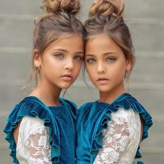 Most Beautiful Twins In The World – So Much Beauty That It Hurts! Pretty Eyes, Beautiful Eyes, Beautiful People, Most Beautiful, Beautiful Little Girls, Beautiful Children, Beautiful Babies, Cute Twins, Cute Girls