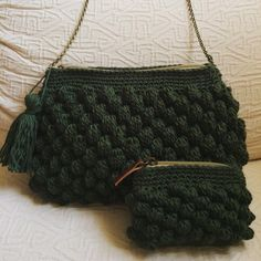Sin duda, uno de los colores de la temporada, el verde militar. #macadamiarepublic #handmade #hechoamano #handbag #crochet #ganchillo #bobblestitch #trapillo