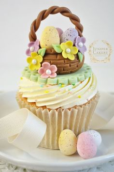 Easter basket cupcake tutorial by Juniper Cakery