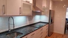 Cocinas con acabado en alto brillo por Cocinas Economicas en Madrid
