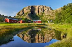 Torghatten, the mountain with a hole right through it, is not just a beautiful and famous landmark, it is also an easy walk which rewards you with superb panoramic views (Photo: Bård Løken