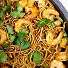 Surinaamse bami met garnalen Seafood Recipes, Cooking Recipes, Suriname Food, Asian Recipes, Healthy Recipes, Exotic Food, English Food, Indonesian Food, Pasta Dishes