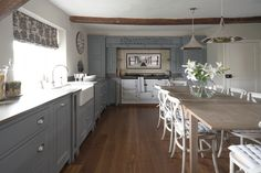Meet Chichester: a classic kitchen design, made with proper joinery, natural materials and a painted finish in your choice of over 28 colours. Kitchen Fittings, Country Cottage Kitchen, Open Plan Kitchen Living Room, Country Kitchen, Kitchen Plans, Kitchen Furniture, Kitchen Interior, Interior Design Kitchen, Classic Kitchen Design