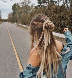 Cute and Easy Long Hairstyles for School coolest hairs color trends in - New Hair Easy Hairstyles For Long Hair, Summer Hairstyles, Pretty Hairstyles, Curly Haircuts, Hairstyles Tumblr, Hairstyles For Dances, Cute School Hairstyles, Long Messy Hair, Hairstyle Pics