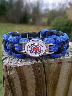 Paracord medical alert bracelet