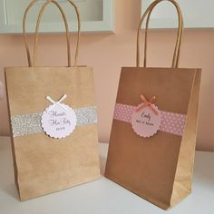 Personalised Kraft Hen Party Gift Bag - I've just found Personalised Kraft Hen Party Gift Bag. These beautiful bags are perfect to fill with a special gift for your hens! Source by rotemzangi Hen Do Party Bags, Diy Party Bags, Hen Party Favours, Hen Party Gifts, Small Gift Bags, Small Gifts, Logo Doce, Congratulations Graduate, Pink Cards