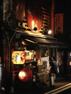 Izakaya ia a Japanese-style bars denoted by their red lanterns known as akachochin and this shop is located under the train track at Yurakucho station, Tokyo, Japan Japanese Bar, Japanese Culture, Japanese Style, Japanese Noodles, Dojo, Nocturne, All About Japan, Noodle Bar, Japan Street