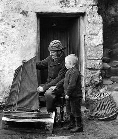 Scottish lugger: Fisherman in Cellardyke, East Neuk of Fife… Old Pictures, Old Photos, Vintage Photos, Bilbao, Old Fisherman, Honfleur, Le Havre, Model Ships, Tall Ships