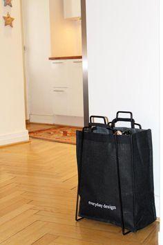 A Helsinki paper bag holder with an Everyday jute bag. Design by Helena Mattila. The Helsinki paper bag holder is made in Finland.