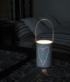 Tee-se-itse-naisen sisustusblogi: Säilyketölkeistä lyhtyjä Tin Can Lanterns, Table Lamp, Diy Projects, Gifts, Home Decor, Can Lanterns, Table Lamps, Presents, Decoration Home
