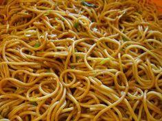 """Das perfekte Spaghettisalat """"Renate""""-Rezept mit Bild und einfacher Schritt-für-Schritt-Anleitung: Spaghetti nach Packungsanweisung kochen."""