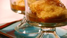 Pouding chômeur (Poor mans pudding) Recipe is in french so you may have to translate. Pudding Chomeur, Pudding Cake, Canadian Dishes, Canadian Food, No Bake Desserts, Delicious Desserts, Yummy Food, Poor Mans Pudding, Sweet Sauce