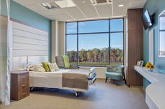 The patient rooms support a range of patient acuities, from swing to critical care. Photo: Scott Wang Photography, Inc.