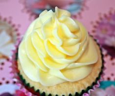 70 Ideas cupcakes frosting recipe swiss meringue for 2019 Cupcake Frosting Recipes, Icing Recipe, Cream Frosting, Cream Cake, Salted Caramel Cupcakes, Swiss Meringue Buttercream, Sweet Sauce, Russian Recipes, Relleno