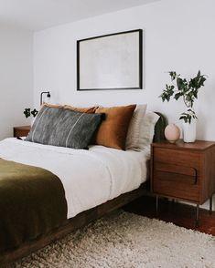 Home Decor Habitacion .Home Decor Habitacion Earthy Bedroom, Olive Bedroom, Bedroom Romantic, Bedroom Simple, Simple Bed, Pretty Bedroom, Ideas Hogar, Home Decor Bedroom, Bedroom Ideas