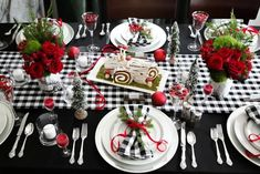 Luckily for you, our best DIY Christmas table decorations ideas are so gorgeous, they double as conversation starters that are sure to spark some special moments between your guests.#christmastabledecorationideas #christmasdecorations #christmastablesetting #christmastabledecor #diychristmastablesettings #christmastablesettingsideas #99inspire Christmas Table Settings, Christmas Table Decorations, Holiday Tables, Decoration Table, Holiday Parties, Christmas Table Set Up, Decoration Crafts, Christmas Arrangements, Holiday Ideas