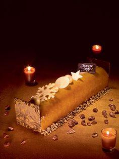 Bûche Bavaroise Poire Caramel. Mousse poire, bavaroise et nappage caramel, brisures de spéculos.