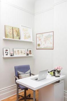 Office inspiration: http://www.stylemepretty.com/living/2015/04/06/boutique-manhattan-office-space/ | Photography: Sasha Israel - http://sashaisraelphotography.com/