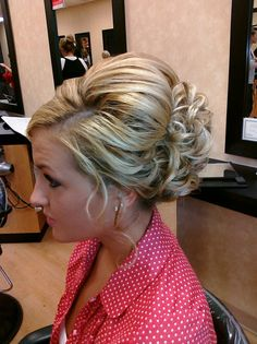 bridesmaids hair..yessss i like this