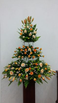 Selecting The Flower Arrangement For Church Weddings – Bridezilla Flowers Creative Flower Arrangements, Tropical Floral Arrangements, Flower Arrangement Designs, Church Flower Arrangements, Floral Centerpieces, Decoration Entree, Altar Decorations, Flower Decorations, Altar Flowers