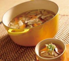 【サンラータン】お酢の酸味と辛み、香味を効かせた中華スープ。具沢山で栄養バランスがよく、食欲がないときにもおすすめです。  http://lecreuset.jp/community/recipe/hotandsoursoup/