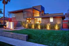 Riggs Place Residence is a 6500 square-foot pool house designed by Soler Architecture in the Westchester section of Los Angeles. Design Exterior, Modern Exterior, Contemporary Architecture, Architecture Design, Contemporary Houses, Home Inspection, Los Angeles Homes, Indoor Outdoor Living, Modern House Design