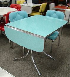 Retro Kitchen Tables, Kitchen Table Chairs, Kitchen Ideas, Kitchen Design, Kitchen Inspiration, Kitchen Modern, Retro Kitchens, 1950s Kitchen, Modern Bar