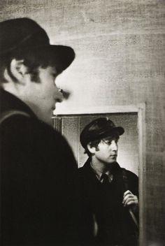 black and white, cute, john lennon, the beatles Imagine John Lennon, John Lennon And Yoko, Julian Lennon, The Beatles, John Lennon Beatles, Jhon Lennon, Beatles Guitar, Beatles Art, Beatles Photos