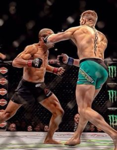 Head ripping left hook perfectly landing on Jose Aldo's jaw knocking him out cold by the Notorious McGregor in the first round of their much-awaited showdown. Kick Boxing, Mma Boxing, Boxing Workout, Muay Thai Martial Arts, Mixed Martial Arts, Conor Mcgregor Poster, Boxe Mma, Conner Mcgregor, Notorious Mcgregor